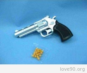 Пистолет с пластмасовыми пульками.Игрушка 90-х